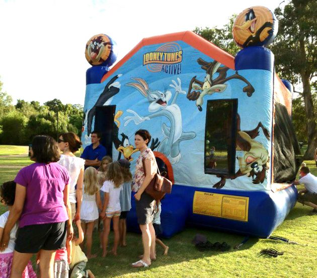 looney-toons-Buddys-Bouncy-Castles-hire